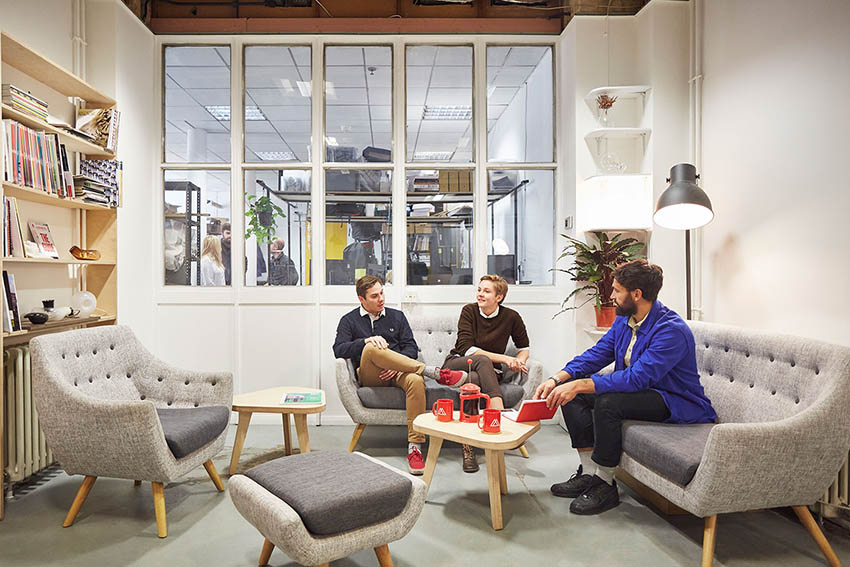 London-coworking-spaces-Makerveristy-sofas-retro