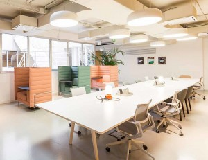 spaces-barcelona-silla-oficina-blanca - On Contract